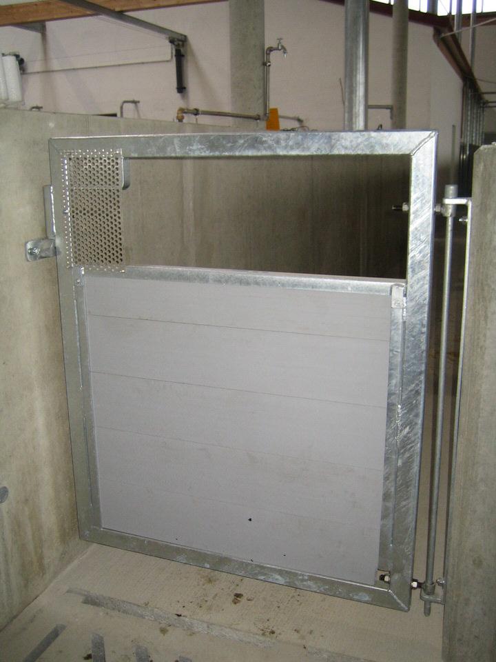 Ausgangstor mit PVC-Füllung